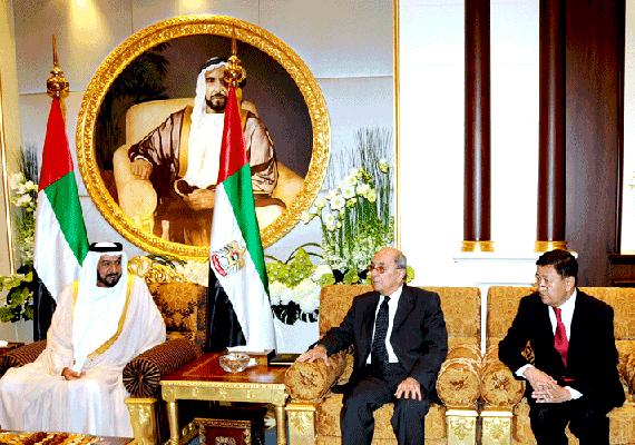 Íme, Khalifa Bin Zayed Al Nahyan, az Egyesült Arab Emirátusok elnöke és Abu Dhabiban található palotájának részlete.