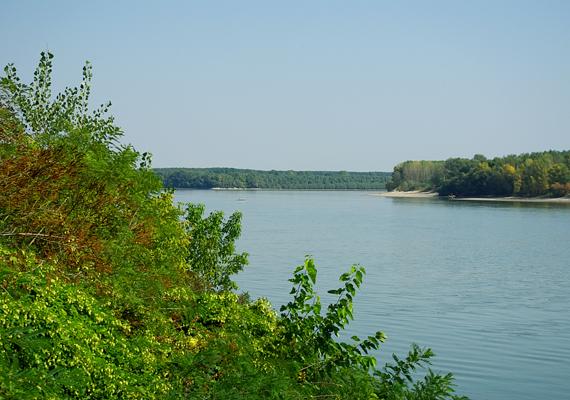 A Duna Paksnál - a város ma is híres gazdasági erejéről, nem véletlen, hogy a negyedik helyen áll a listán.