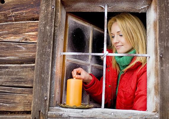 Bár nem esik jól beengedni a hideget, a szellőztetés nagyon fontos! Ha csak résnyire nyitva hagyod az ablakot, de huzamosabb időre, sokkal inkább elillan a meleg, mintha öt percre, de teljesen kitárnád. Ráadásul így a légcsere is hatásosabb.