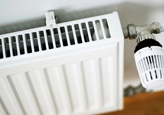 A termosztatikus szelep szabályozza a meleg víz áramlását, így a szobák hőmérsékletét egyesével tudod beállítani. Ha valahol kevesebbet tartózkodsz, ott bőven elég alapjáraton működtetni a radiátort, így energiát és pénzt spórolhatsz. Tudj meg róla többet!