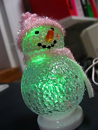 Ha már karácsony, akkor rondán világító hóember...