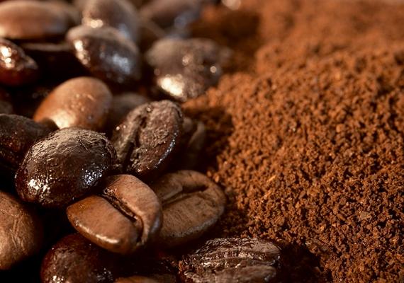 Ha kedveled az illatát, dörzsöld be a kezedet kávéval, gyorsan eltűnik majd a hagyma szaga. Kattints ide, ha szeretnéd tudni, még mire jó a kávé, illetve a kávézacc a háztartásban!