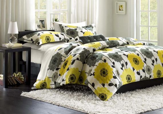 Egy virágos ágyneművel az egész szoba hangulatát megváltoztathatod.