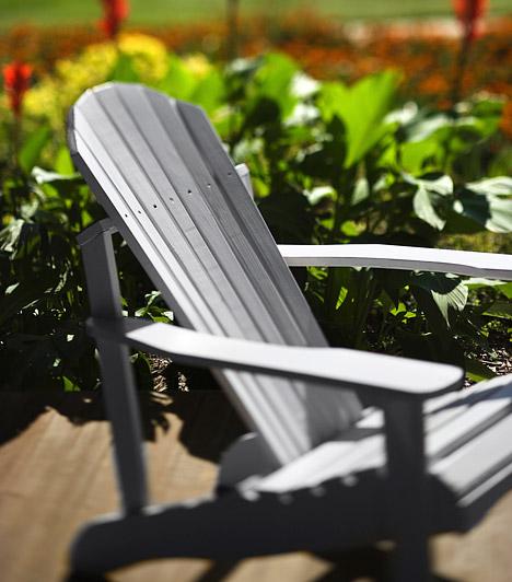 Egy kényelmes székHa nincs pénzed egy egész kollekció bútor beszerzésére, vagy az erkélyed mérete nem ad rá lehetőséget, akkor se keseredj el. Egyetlen kényelmes székkel is feldobhatod a hangulatot, csak olyat válassz, ami önmagában is mutatós.