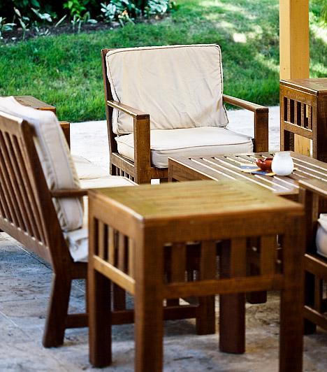 BútorokMa már a legkisebb erkély berendezése sem okozhat problémát, hiszen a kerti bútorok tervezői az aprócska terek tulajdonosaira is gondolnak. Egy kisebb asztal és néhány kényelmes szék pedig nem csupán praktikus, hanem kellemes hangulatot is teremt az erkélyen.Kapcsolódó cikk:Praktikus kerti bútorok körképe »