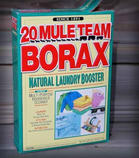 BóraxA foltok ellen bóraxszal is próbálkozhatsz. Először alaposan nedvesítsd be a területet, majd dörzsölj bele egy kis bóraxot. Hagyd megszáradni, majd porszívózd át a kezelt részt.
