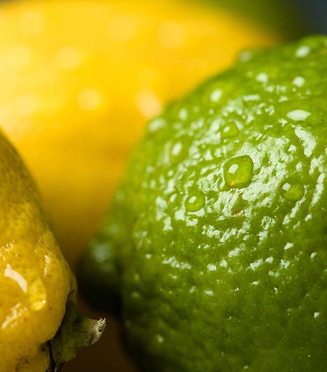 CitromA citrom levét nagy sikerrel vetheted be az izzadságfoltok ellen. Keverj össze egyenlő arányban friss citromlevet és vizet, majd ezzel dörzsöld át a ruha hónaljrészét. Ha a folt makacs, akkor a citrommal közvetlenül is átdörzsölheted.