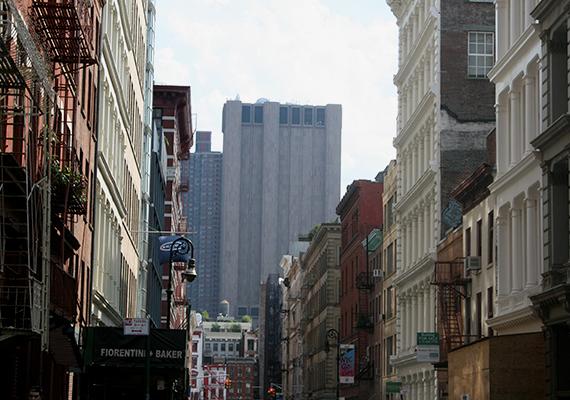A felhőkarcoló sokáig úgy volt ismert, mint az Amerikai Egyesült Államok legbiztonságosabb épülete, sőt, sokan még ma is úgy emlegetik.