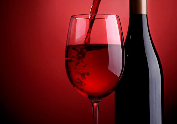 A bor vagy a borecet szintén vonzza a muslincákat, legyeket, csakúgy, mint az almaecet.