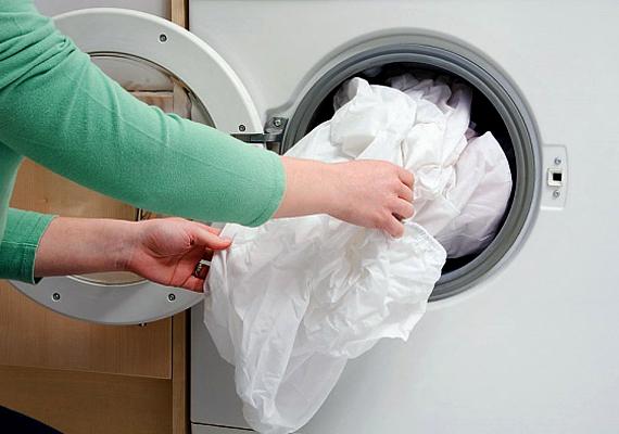 Ha a fehér mosáshoz egy tabletta aszpirint is adsz - egyszerűen csak tedd a dobba, a ruhák közé -, megakadályozhatod a textíliák megsárgulását.