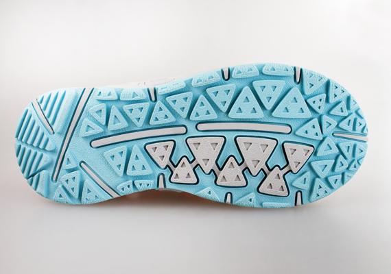 A cipők talpának megmosása szintén feladhatja a leckét, hiszen gyakran nem sima, hanem bordázott felületűek, azonban a fogkefe ebben is segíthet, már pusztán önmagában, illetve egy kevés vízzel együtt is.