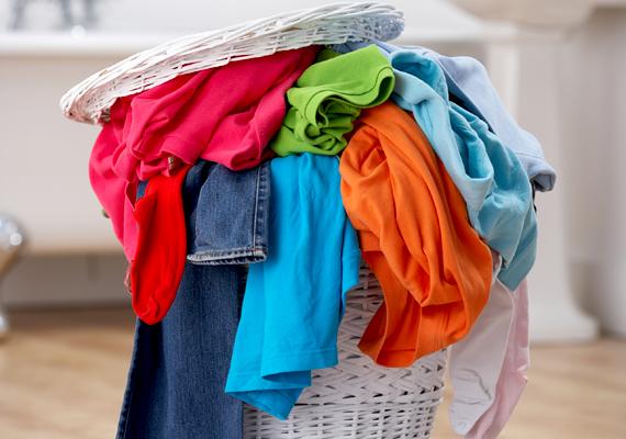 Hatékony folttisztítót kapsz, ha lereszeled a krumplit. Érdemes ezzel bedörzsölnöd mosás előtt a szennyezett területet, például, ha a ruhán spenótfolt éktelenkedik.
