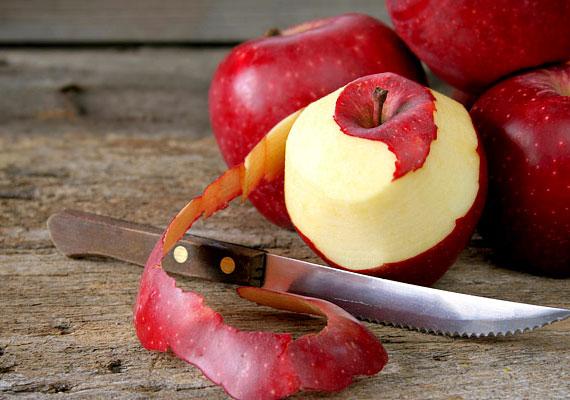 Az almahéjat se dobd ki, kiváló szolgálatot tehet például, ha alumínium étkészletről, evőeszközökről szeretnéd eltávolítani a fekete oxidációt - egyszerűen csak dörzsöld be vele a felületet.