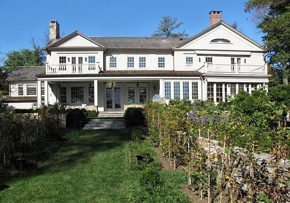 Martha Stewart az otthonát Turkey Hillnek nevezi. A klasszikus amerikai stílust képviselő, zsindelyes házról lerí, hogy meghitt pillanatokat tartogat.