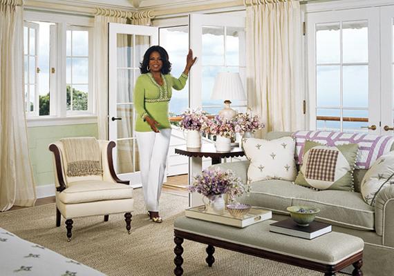 A virágok és a pasztellszínek dominálnak a házban.