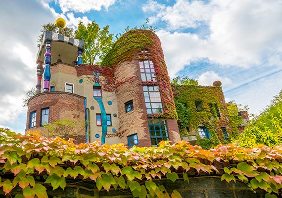 Hundertwasser-ház a németországi Bad Soden fürdővárosában.