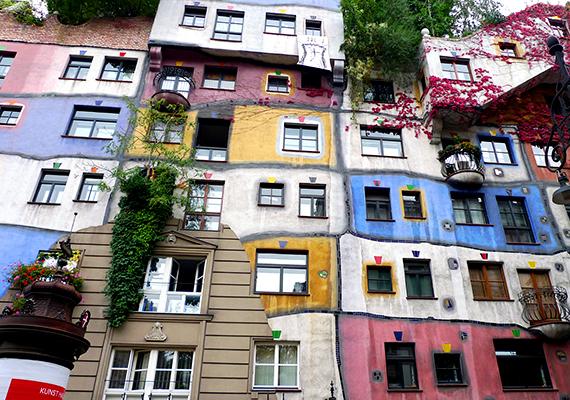 A híres bécsi Hundertwasser-ház az 1980-as években épült fel, tervezője pedig még fizetséget sem fogadott el, mondván, anélkül is megérte, mivel legalább nem egy másik, csúf épület áll a helyén.