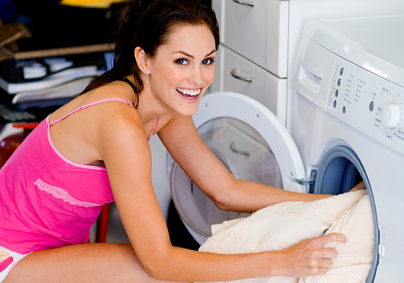 A mosást is érdemes rendszeresen 30 Celsius-fokon végezni: ha így teszel, a villanyszámla tizedét megspórolhatod.