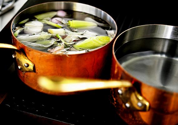Ha a sót azonos arányban liszttel és ecettel kevered, a réz- és bronztárgyakat is megtisztíthatod.