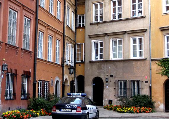 Az alig több mint egy méter széles ház szintén Lengyelországban látható, azonban jóval korábbi századból származik.