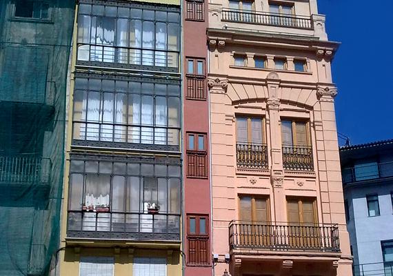 A színes épületek között megbújó, alig egy méter széles ház a spanyolországi Valenciában található.