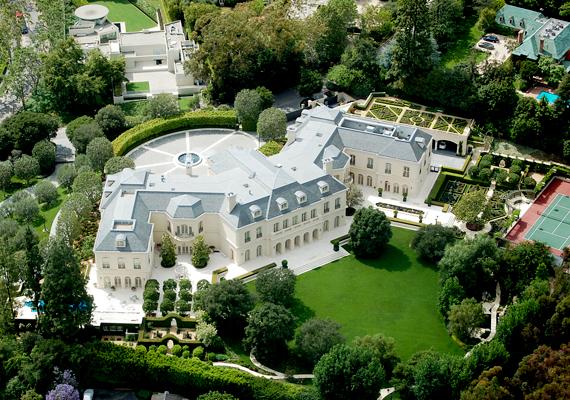 Az amerikai The Manor 150 millió dollárba kerül, és Aaron Spelling producer nevéhez köthető.