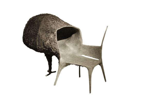 Listánk egyik legfurcsább bútordarabja az Evolúció és szerelem névre hallgató szék Nacho Carbonelltől.