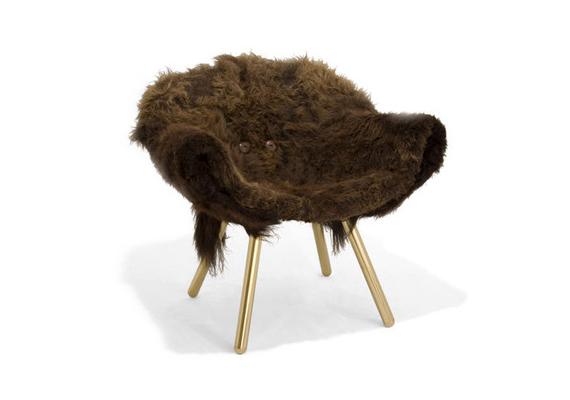 Nem szép, de legalább vicces Jason Miller szőrös széke.