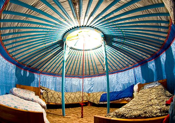 A jurta ősi lakóhely, ami azonban nem azonos a primitívvel, sokkal inkább egy sajátos, ugyanakkor kellemes hangulatú, kényelmes otthon, melyet igény szerint fel lehet szerelni bármilyen modern technikai eszközzel.
