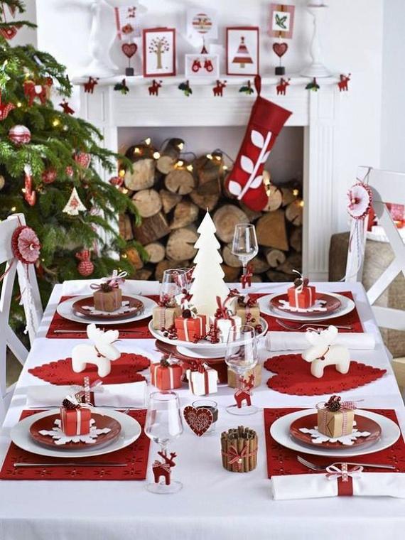 Skandináv hangulat - érdemes ilyenkor ellátogatni hazánk egyetlen svéd bútoráruházába, ahonnan a kedves, északi hangulatú díszek és kiegészítők beszerezhetőek. A fahéjrudacskákkal körberakott mécsestartót mindenki elkészítheti, a filcből kivágott szív- és hópehelysablonokat a netről lehet letölteni.