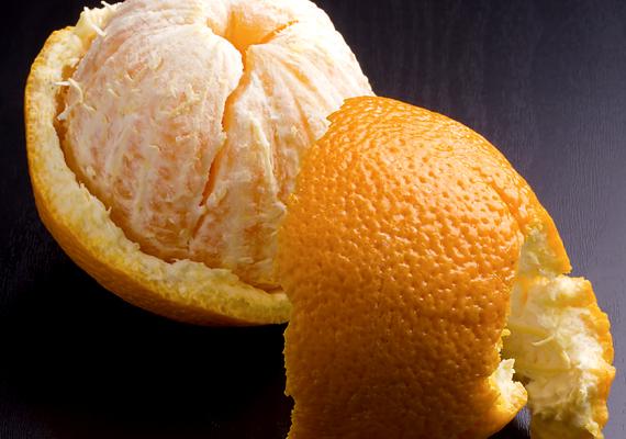 Ha még ennyit sem akarsz bajlódni a gyümölccsel, vagy inkább megennéd, a lehámozott héjat tedd a radiátorra, ezzel napokig tartó kellemes illatot teremthetsz a lakásban. A narancs héja mellett a mandarinét is használhatod.