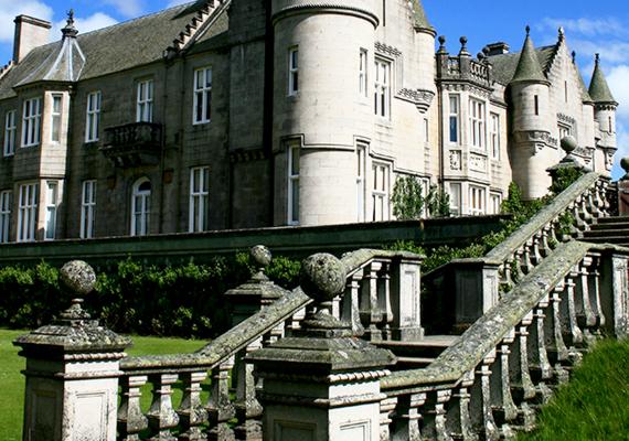 Birkhall, illetve a Balmoral-kastély a skóciai Royal Deeside-ban kedvelt helyszíne Károly herceg nyári szabadságainak, emellett második nászútját is itt töltötte. Egyes hírek szerint azt ígérte, ha trónra kerül, a birtokot a skótokra ruházza.