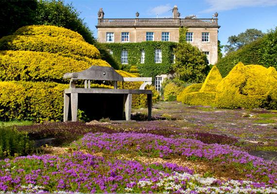 Károly herceg és felesége, Kamilla nem hivatalos rezidenciájának számít a vidéki Highgrove House Gloucestershire-ben.