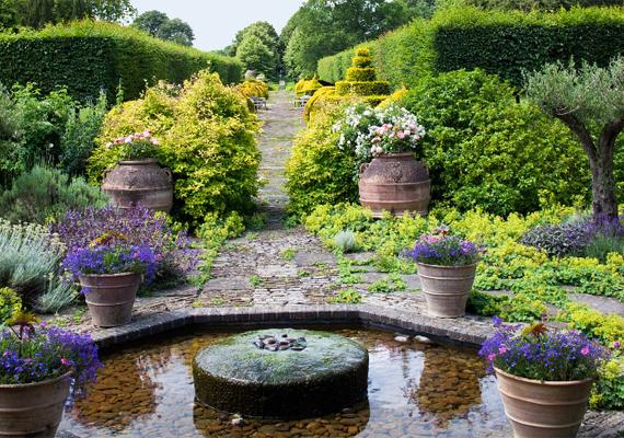 A birtok híres gyönyörű kertjeiről is, melyek kialakítása többek között Károly herceg környezettudatos látásmódjának is köszönhető. Ha még több képet szeretnél megnézni róla, kattints ide!