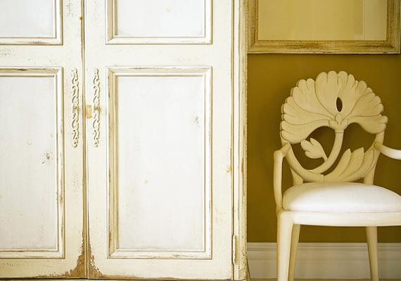 A hatalmas bútorok meggátolják az energia szabad áramlását. A legjobb, ha inkább több, de kisebb méretű szekrénnyel rendezed be az otthonodat.