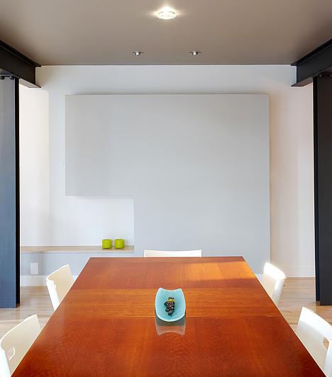 Éles, egyenes vonalakA feng shui nem kedveli a túlzottan egyenes vonalú bútorokat, legfőképpen akkor, ha az adott helyiségben alig akad egy-egy más bútor, mert mellettük túl gyorsan száguld el a chi, a pozitív energia, ami egy idő után idegessé, feszültté tesz.Kapcsolódó cikk:A 7 legkártékonyabb tárgy a lakásban »