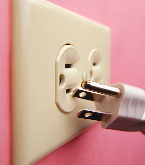 Elektromos berendezésekA feng shui nem kedveli az elektromos berendezéseket, mivel azok megzavarják a chi áramlását. Ha lehet, a lehető legkevesebbel vedd körül magad, a hálószobában viszont egyáltalán ne tarts se tévét, se elektromos ébresztőórát.