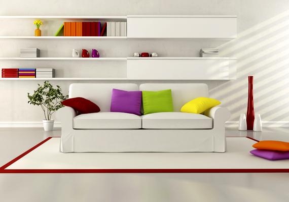 Ha ennél egyszerűbb formában szeretnél színt vinni a helyiségbe, válassz színes díszpárnákat.