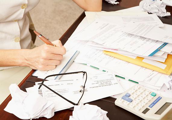 Ne tarts itt olyan tárgyakat se, melyek a kiadásokra emlékeztetnek: inkább tedd fiókba a csekkeket, számlákat.