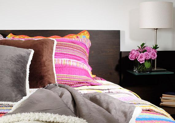 A tavalyi év színe, a hibiszkusz továbbra is megjelenik a kiegészítőkön.