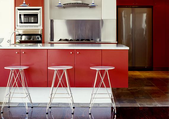 A bárszékek igazán modern látványt kölcsönöznek a konyhának. Ha nincs magas konyhapultod, akkor is beszerezhetsz néhány darabot - pultot pedig akár a falra is szerelhetsz.