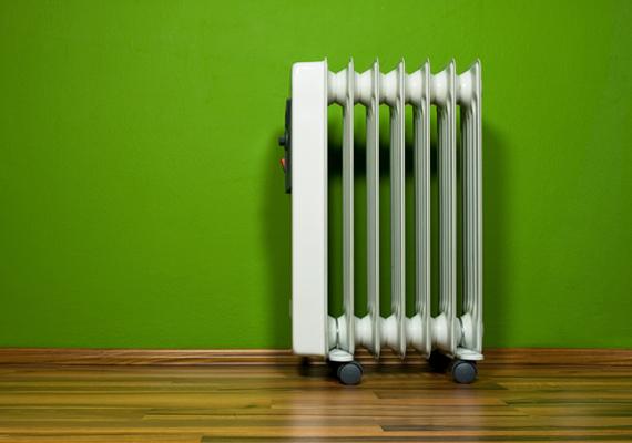 A légkondi mellett a hősugárzók is szinte zabálják az áramot, ezért ha nincs fűtés, de az idő már hidegre fordult, inkább öltözz rétegesen a lakásban is.