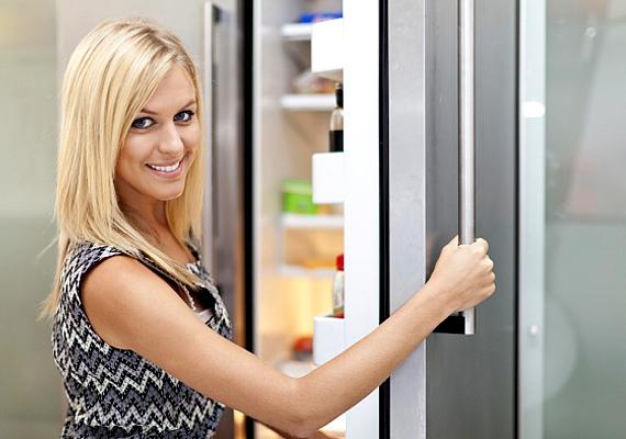 A villanyszámla legnagyobb részét a hűtő- és mélyhűtő berendezések teszik ki, ráadásul a legtöbb háztartásban még a régi, több éves masinák működnek. Ha nincs pénzed új, energiatakarékos változatra, akkor is csökkentheted a fogyasztását. »