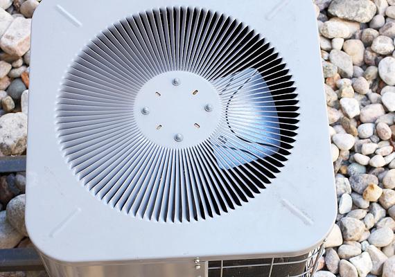 A nagy melegben jól esik a hideg fuvallat, ám a légkondi szinte eszi az áramot, ráadásul az egészségnek sem tesz jót.