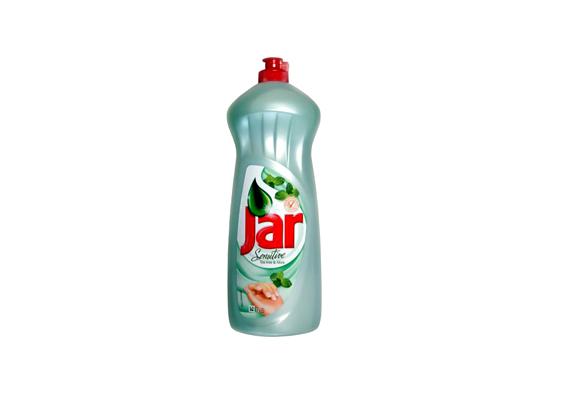 A Jar Sensitive mosogatószer glicerint tartalmaz a kezek védelméért. Kamillás, E-vitaminos, valamint teafás, mentolos összetétellel is kapható.
