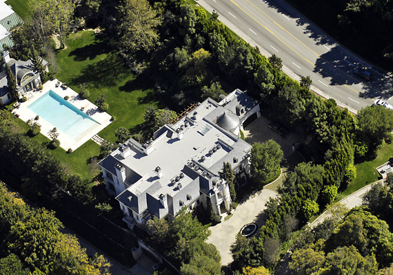 Halála előtt a pop királya a North Carolwood Drive 100. szám alatti villájában élt három gyermekével.