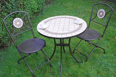 Egyszerű páros mozaikos asztalkával