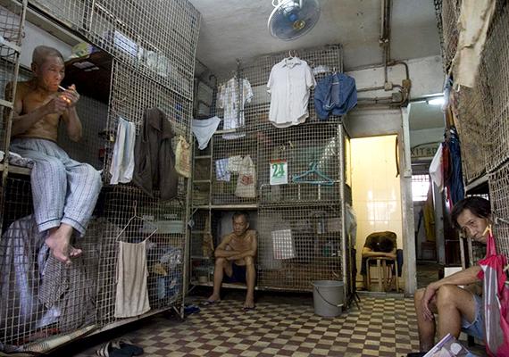 A ketreclakások eredetileg Hongkonghoz köthetők, és az 1950-es, 1960-as években tűntek fel először. A kínai polgárháború alatt, illetve után ugyanis nagyon sokan költöztek vidékről a nagyvárosba, hamarosan pedig a születések száma is nőni kezdett, a jelentős népességnövekedést azonban a kormányzat nem tudta összeegyeztetni a lakáskínálattal.
