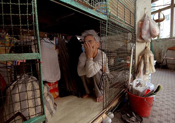 A jogvédő szervezetek szerint a hasonló lakóhelyek léte veszélyezteti a lakhatáshoz való alapvető emberi jogot, így próbálják a hatóságokat szociális bérlakások építésére ösztönözni, a kormány azonban nem szeretne túl radikális döntést hozni, amíg igény van a hasonló otthonokra.