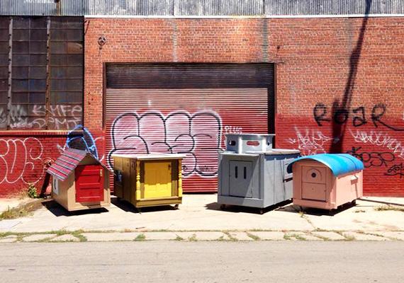 Az apró házakkal kapcsolatos projektek nagyon sok esetben a hajléktalan- vagy éppen a menekültkérdésre keresnek megoldási lehetőségeket. Így volt ez a kaliforniai Homeless Homes Project esetében is, amelynek keretében kidobott, de újrahasznosítható tárgyakból építettek aprócska mobilházakat. Kattints ide a további képekért!